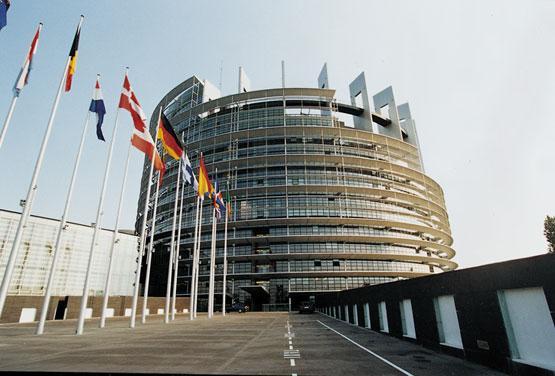 Parlamento Europeo pide imponer visas a estadounidenses