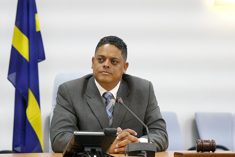 Primer ministro Rhuggenaath: «Tendremos éxito en encontrar un nuevo operador para la refinería»