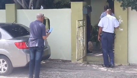 Dos damas latinas secuestradas por un falso policía