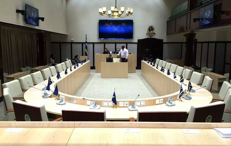 Parlamento discutió sobre comerciantes que venden productos caducados