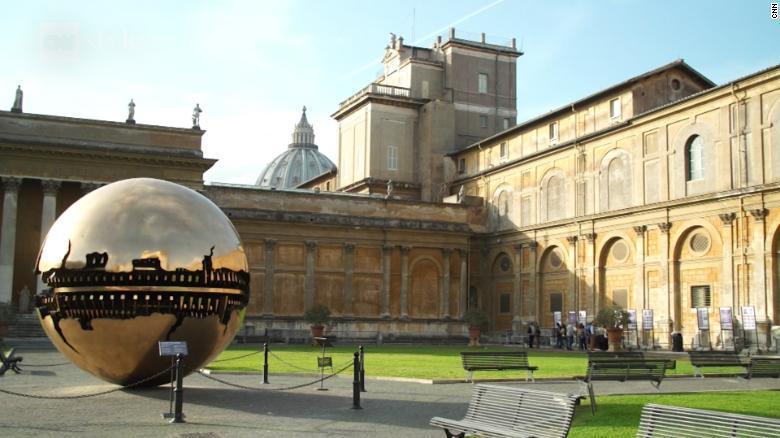 La particular forma de pintar el Vaticano