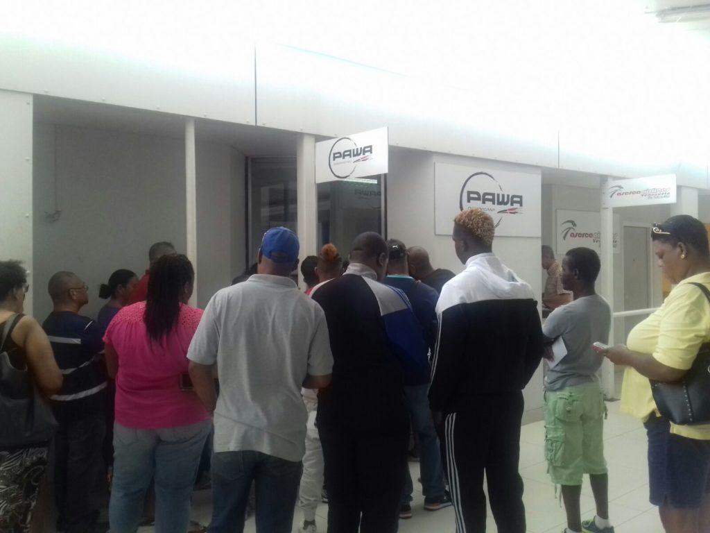 Pasajeros de PAWA en Curazao exigen soluciones
