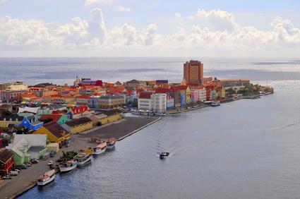 Curaςao Port Services solicita nuevas grúas