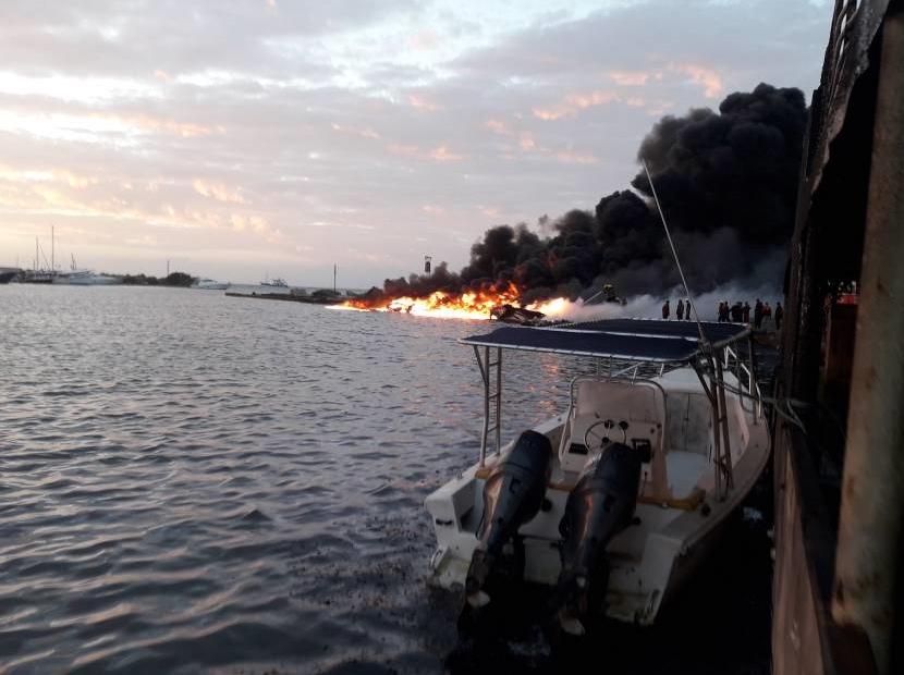 Varias versiones sobre yates incendiados en Venezuela