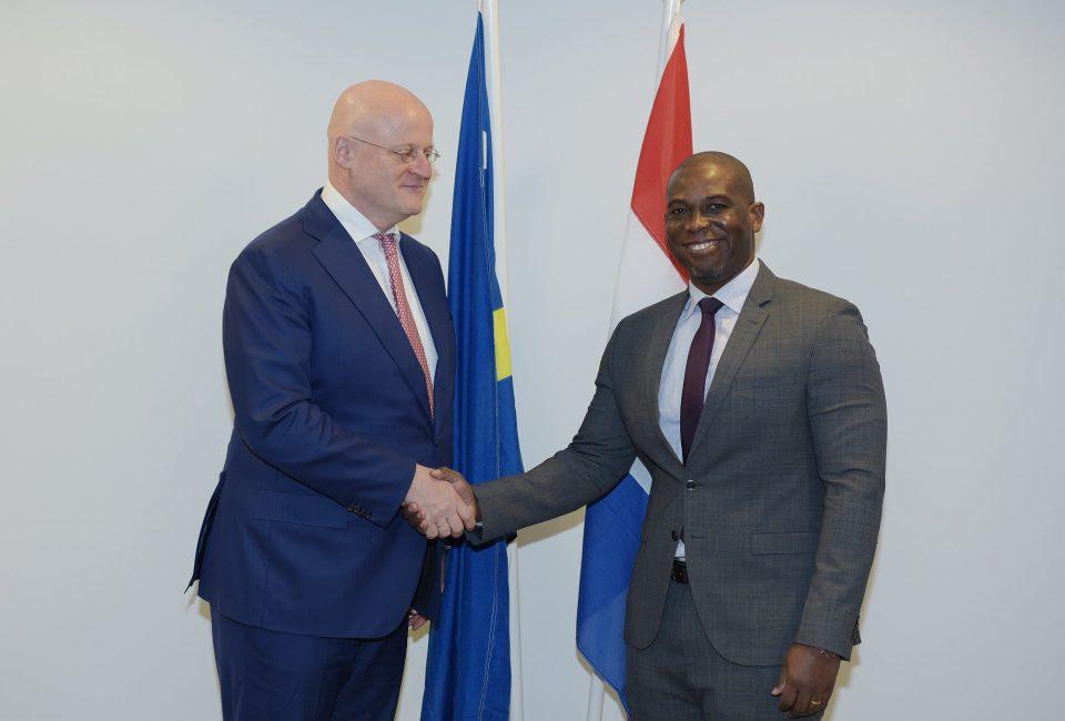 Ministro Quincy Girigorie se encuentra con su homólogo holandés Grapperhaus