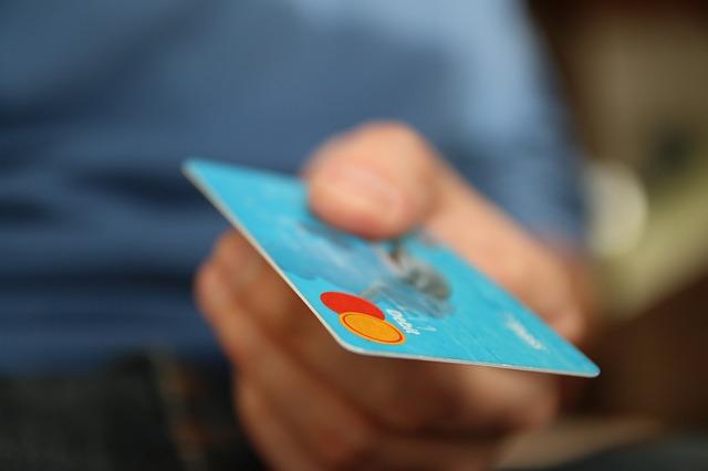 Dama detenida por hurto de tarjeta de crédito