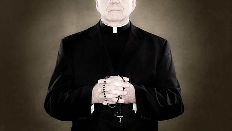 Hombre que se hacía pasar por sacerdote para estafar fue capturado en Colombia