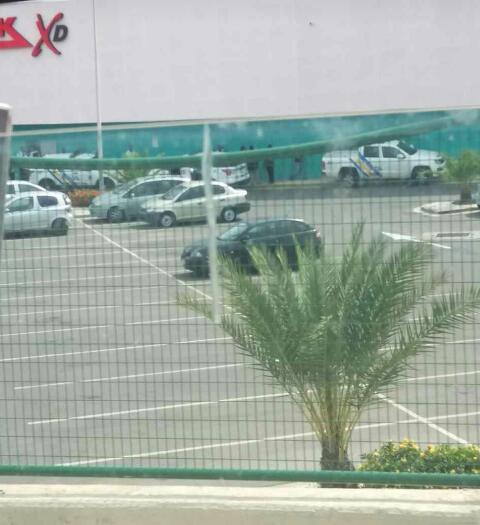 Fuerte control policial realizado ayer en conocido centro comercial