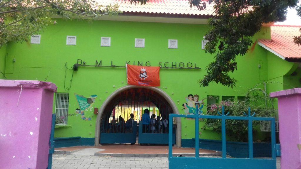 Escuela entrega a dos niños indocumentados a las autoridades