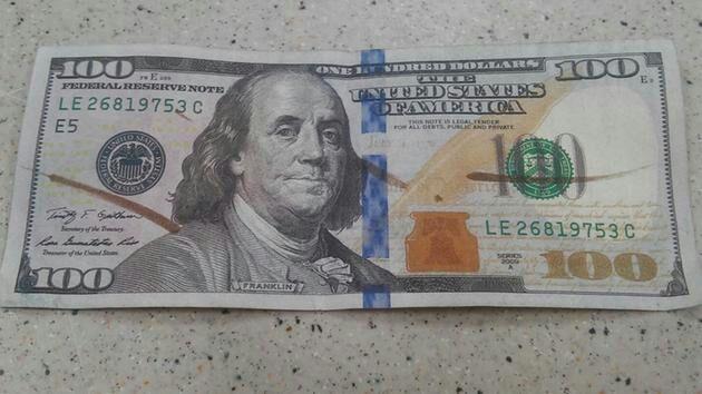 Ciudadano detenido por pagar con billetes falsos