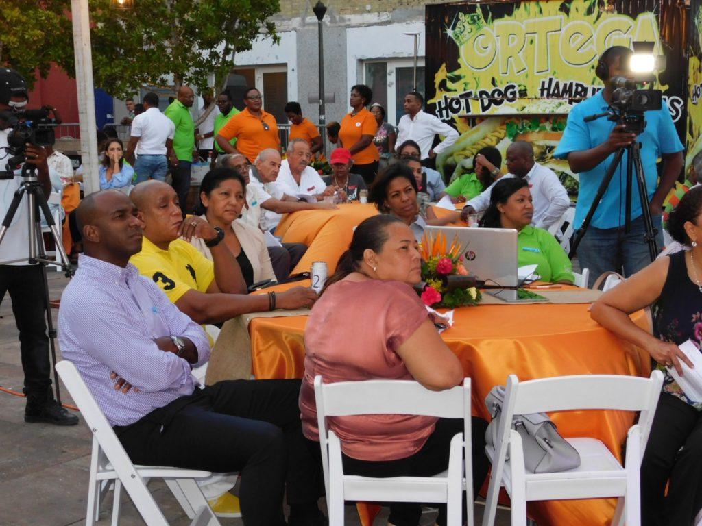 Ciudadanos votan por el regreso del Mercado Flotante a Sha Caprileskade