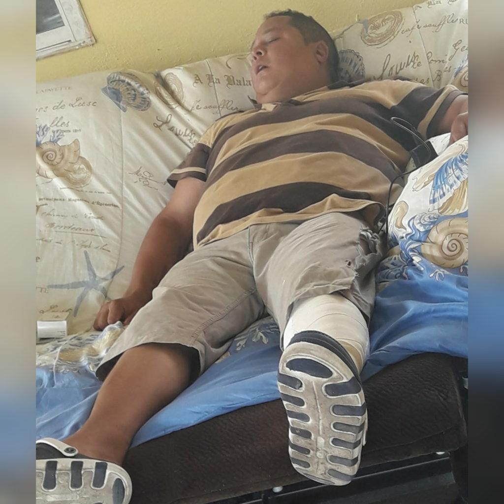 Accidente en mercado flotante deja a un tripulante con serias lesiones