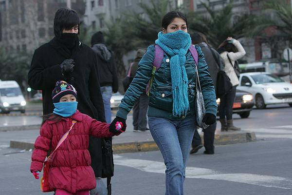 Mueren tres personas por inusual ola de frío que azota la capital chilena