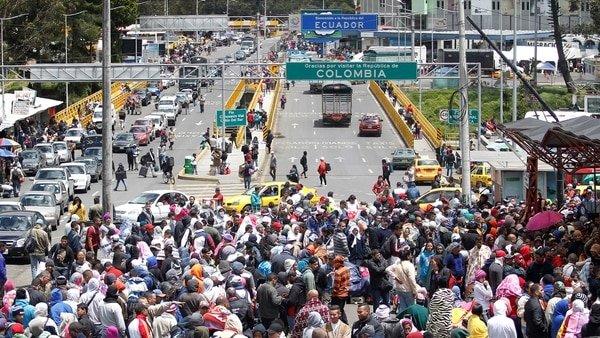 Ecuador urge a Venezuela a buscar una solución para su crisis