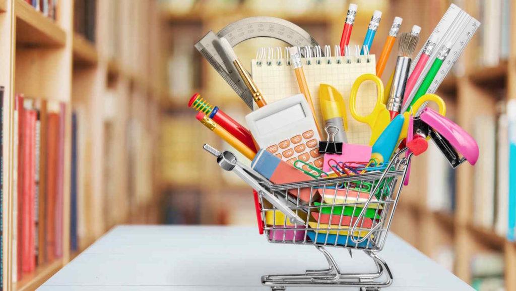 Recomiendan no comprar útiles escolares en un solo lugar