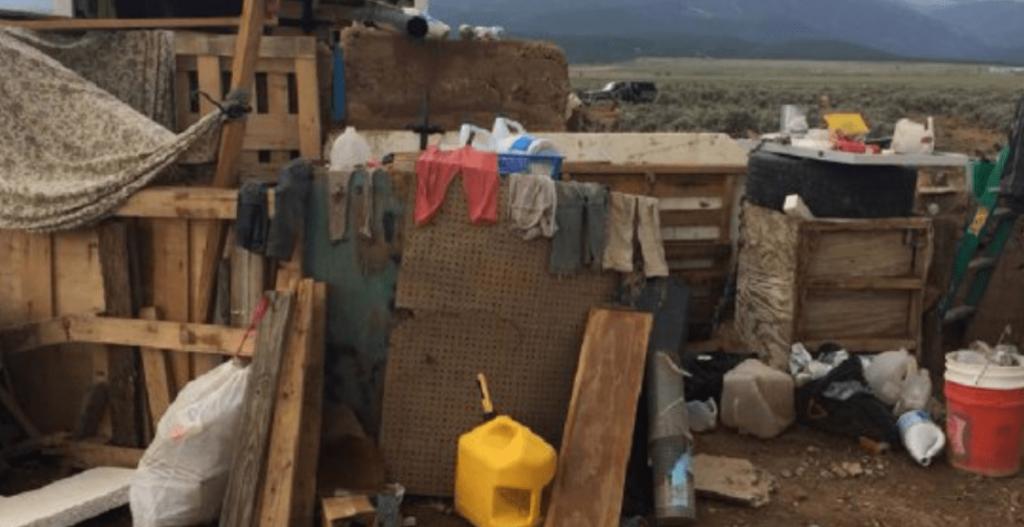 Hallan cadáver de niño secuestrado en campamento allanado en EEUU