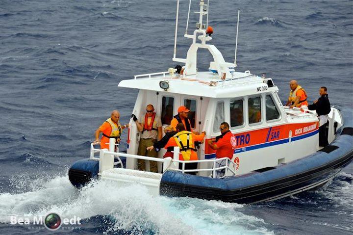 CITRO realiza espectacular rescate de un velero en costa norte de Curazao
