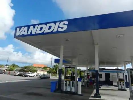 Derrame de gasolina en Brievengat