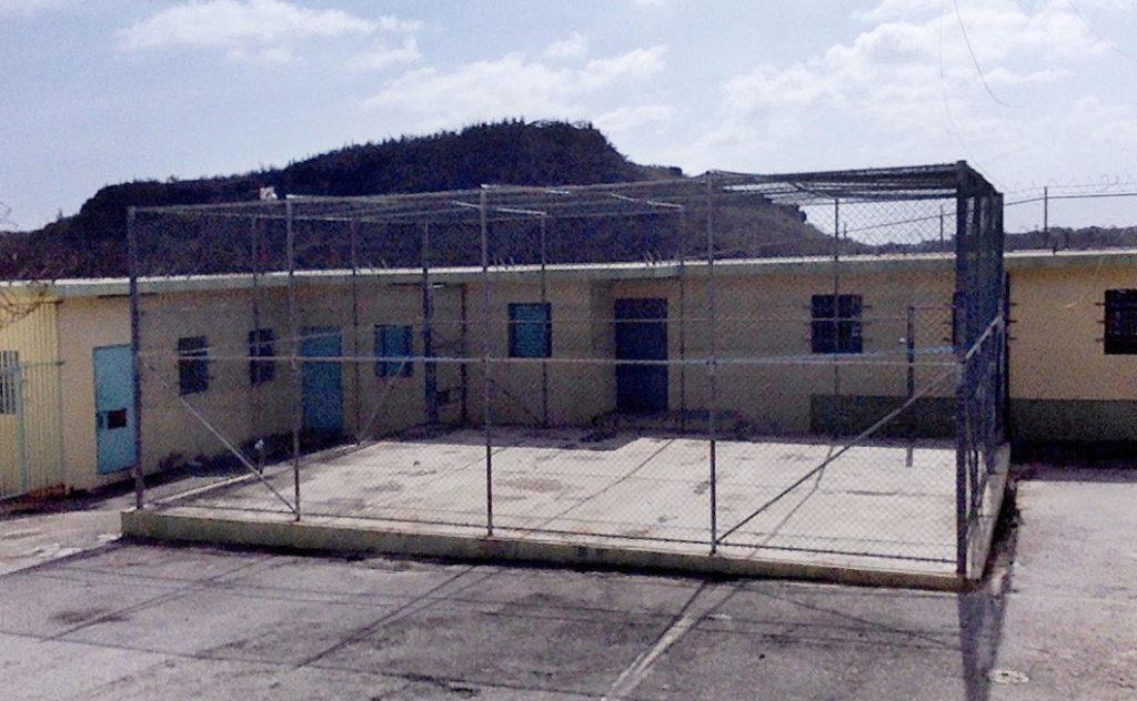 Juez pide liberación de joven indocumentada recluida en SDKK