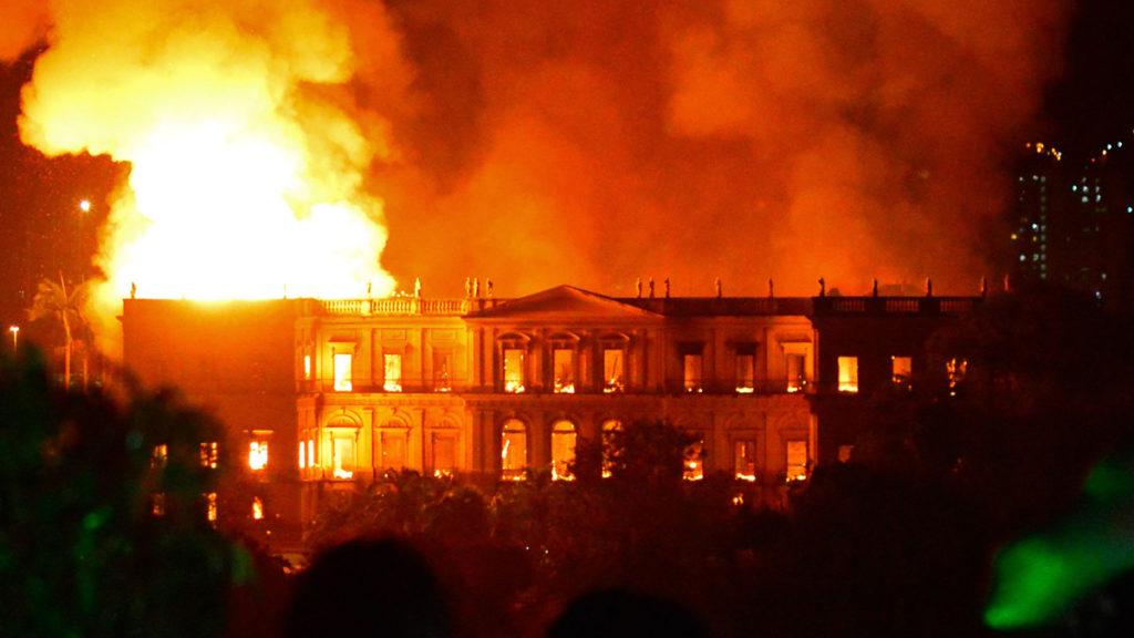 Incendio devastador en el Museo Nacional de Río de Janeiro