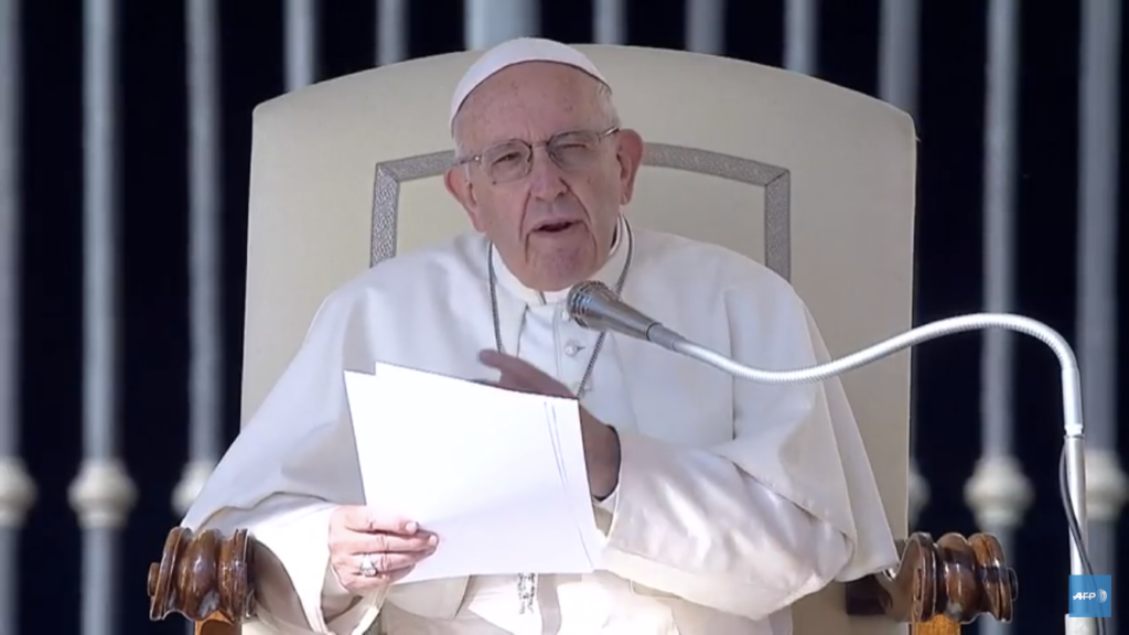 """Para el papa Francisco el aborto es """"como contratar un sicario»"""
