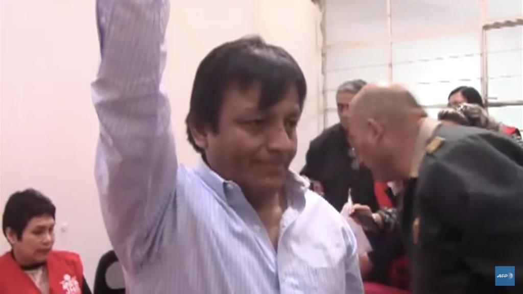 Lanzaron una moneda para definir ganador en elecciones de alcalde en Perú