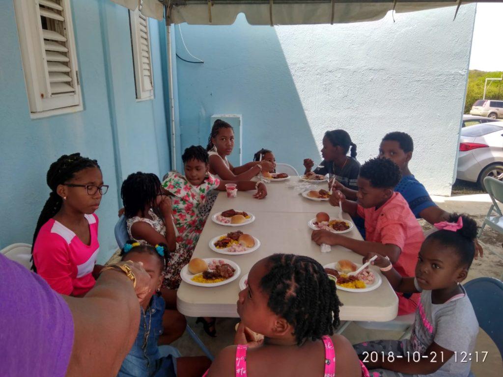 Venezolanos en Curazao llevaron comida a niños de Seru Fortuna
