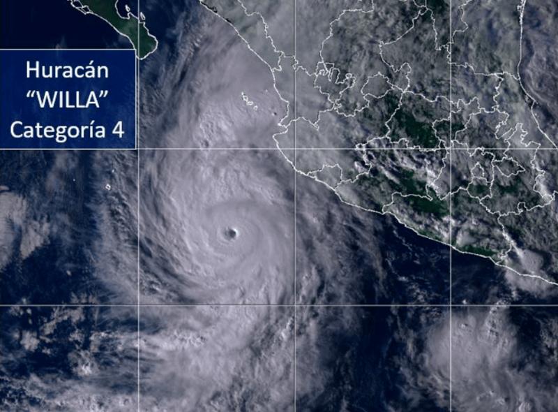 Huracán Willa llega a México