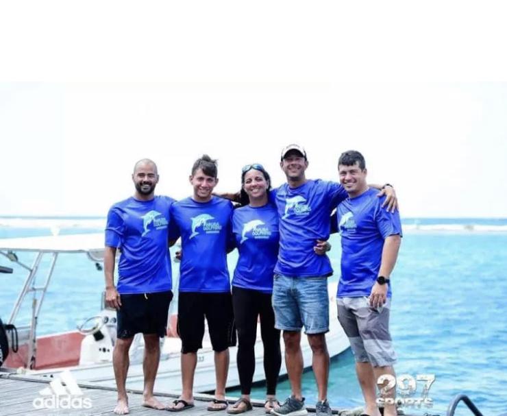 Cinco arubeños nadaron por una buena causa