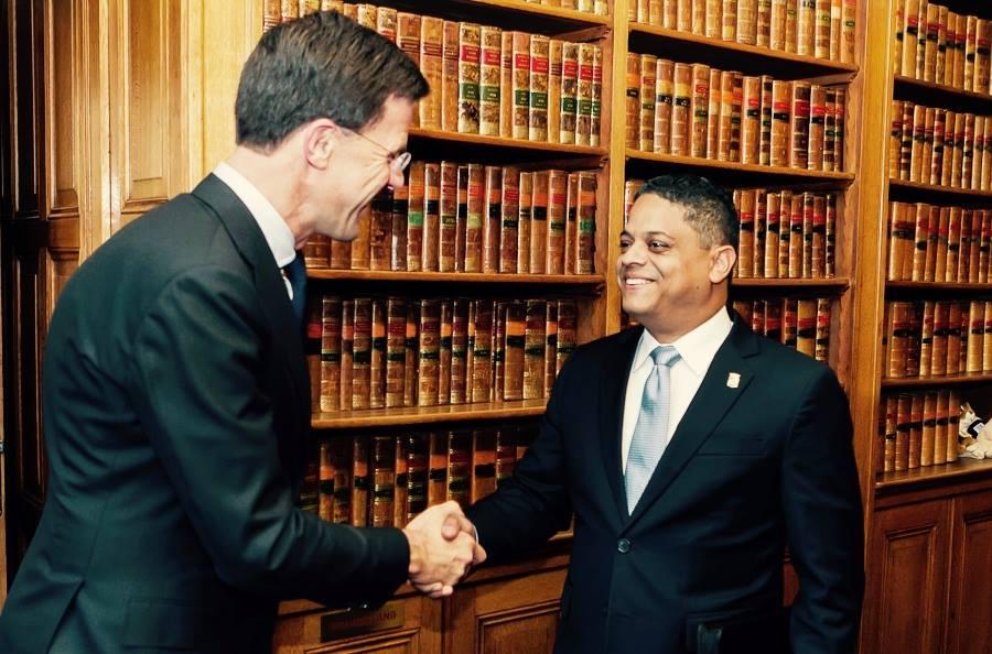 Primer Ministro Rhuggenaath visita La Haya