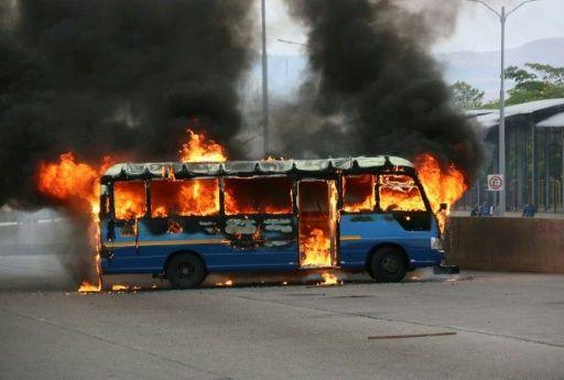 Incendian buses en protestas en Honduras