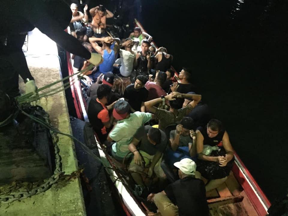Interceptaron embarcación con 37 migrantes indocumentados a bordo