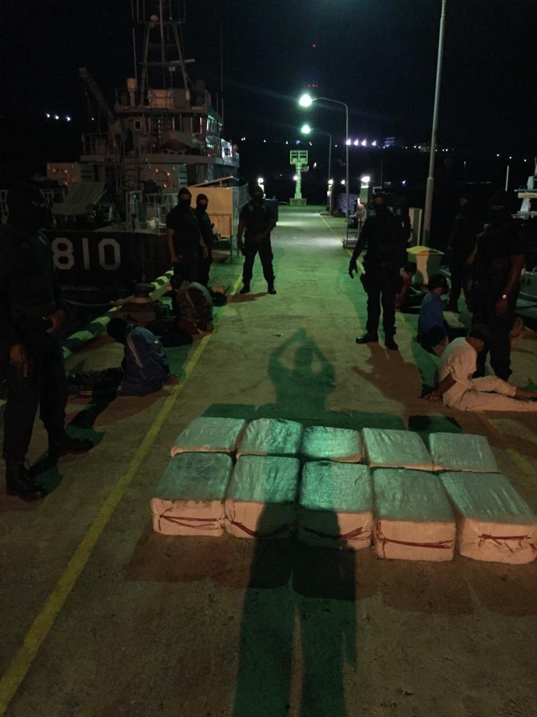 Interceptada lancha con presunta droga