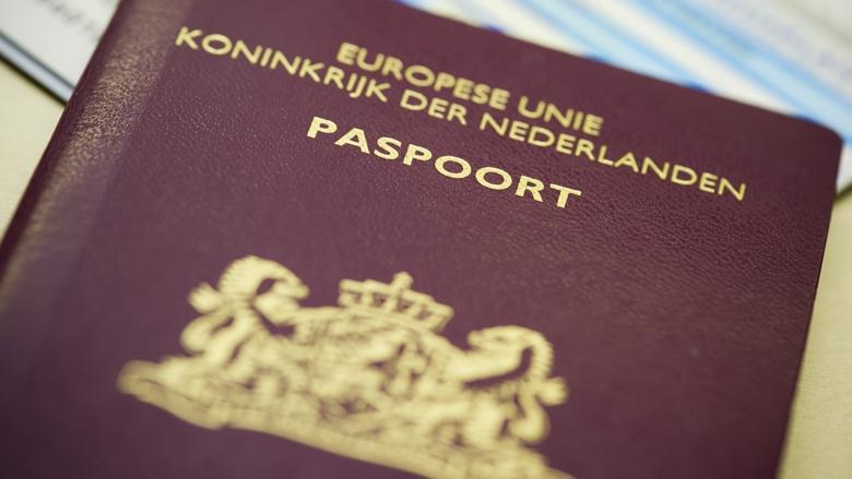 "Ministro Knops descarta que se emitan pasaportes ""sin género"""