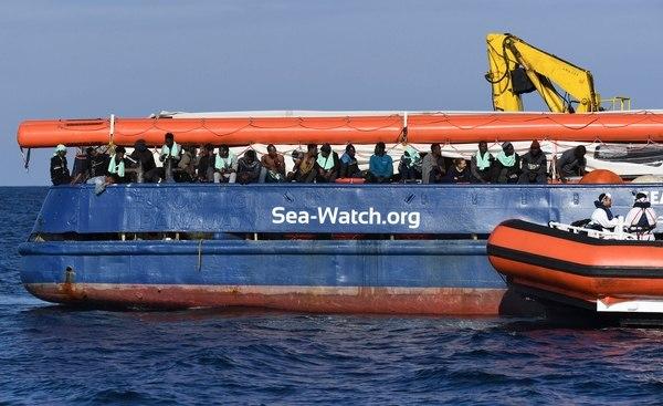 Holanda rechaza recibir 47 migrantes que se encuentran en un barco alemán
