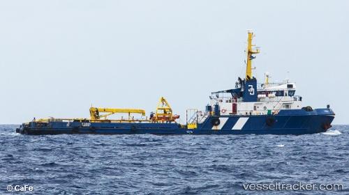 Barco con ayuda humanitaria afronta dificultades para salir de Curazao