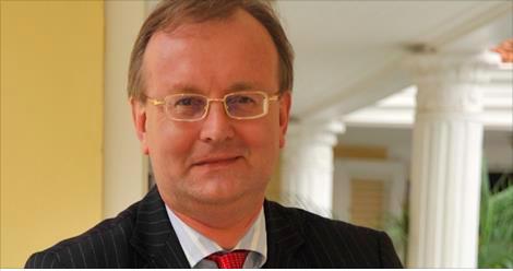 Karel Frielink reelecto como decano del Cuerpo Consular