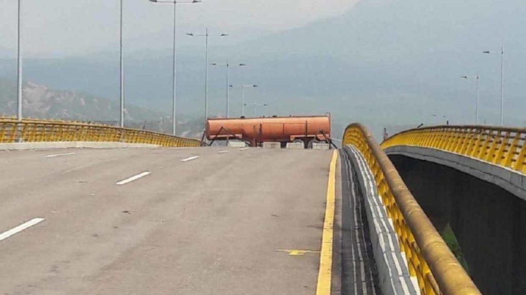 Militares venezolanos cierran puente en frontera colombo-venezolano