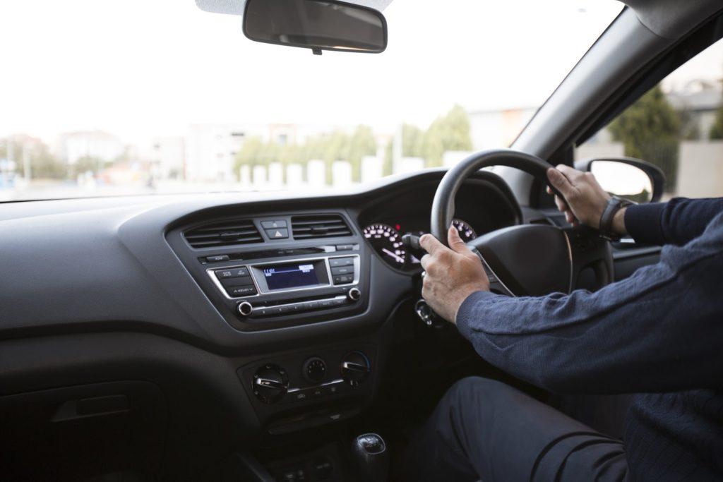 Nueve por ciento de los accidentes involucran vehículos con volante a la derecha