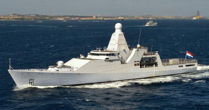 Marina Real interceptó 500 kilos de cocaína en un velero