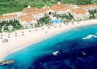 Ciudadanos reclaman acceso a playa del hotel Marriott