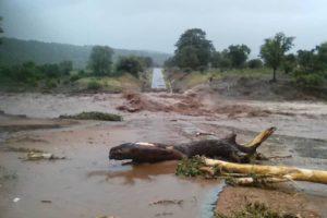 Apresuran operaciones de rescate en Zimbabue y Mozambique por posible derrumbe de represas