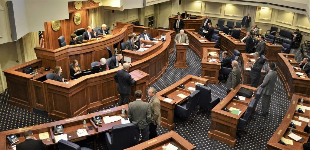 Senado de Alabama aprueba la ley más estricta contra el aborto