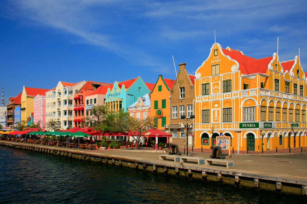 Turistas holandeses gastan menos