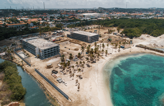 Nuevo hotel se compromete a limpieza de manglares